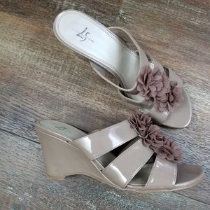 Life Stride Maybelle Taupe Wedge Sandals Size 9.5